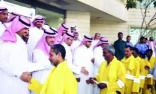 Saudi government workers share their bonuses with cleaning staff
