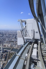 Cleaning up in the air at Tokyo Skytree